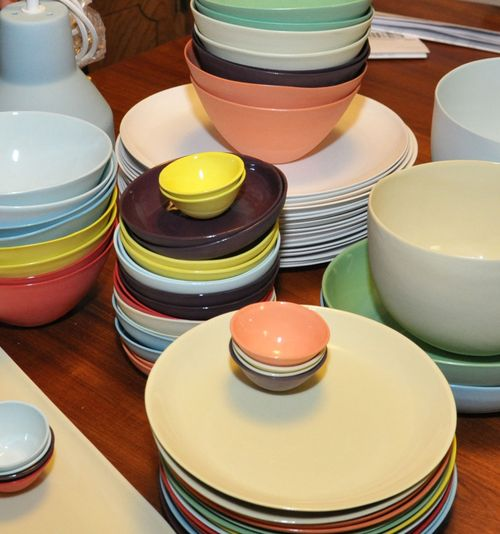 China and glass plates give your establishment a classy look while Melamine and polycarbonate plastic share a more informal look and are ideal for casual ... & A Dinnerware Buying Guide